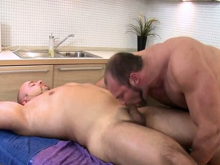 Bear masseur sucked by straighty / 175
